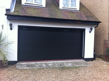 Gliderol-insulated-roller-door-black