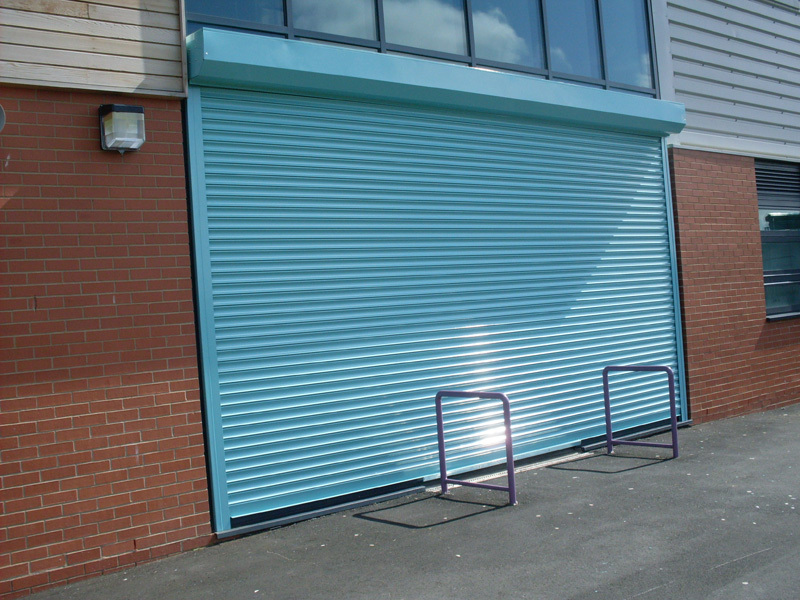 "Garage roller shutter door installed in an ""external face fixed"" configuration"